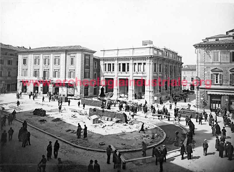 Palazzo delle Poste in costruzione